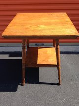 Oak 4-Leg Lamp Table in Cherry Point, North Carolina