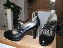Brand New Naturalizer Leather Heel w/Double Straps in Ramstein, Germany