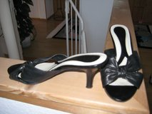 Black leather Sandal by Naturalizer in Ramstein, Germany