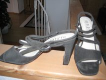 Gray Suede Sandal w/Elastic Straps in Ramstein, Germany